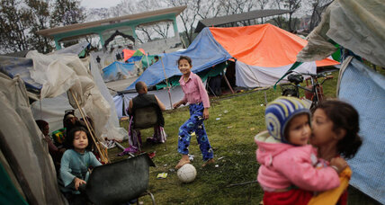 Quake-stunned Nepal still awaits food, tents, and clean water