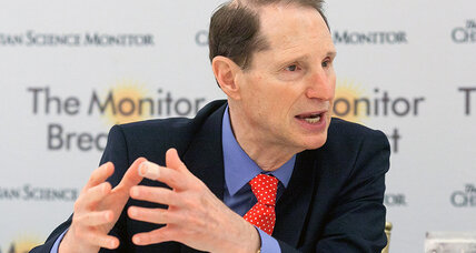Senator Wyden: Congress may block government access to encrypted consumer devices