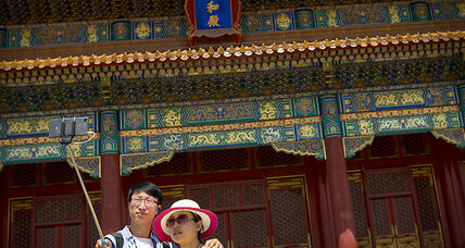 China launches campaign to 'name and shame' its ill-mannered tourists (+video)