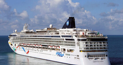 Norwegian cruise ship runs aground in Bermuda (+video)
