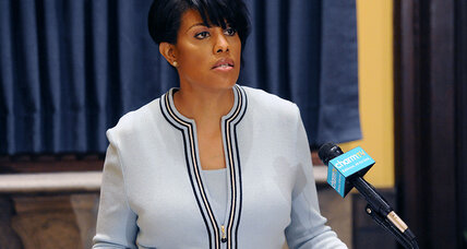 Baltimore mayor asks federal officials to investigate police