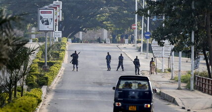 Burundi's capital at a standstill as battle for control rages (+video)