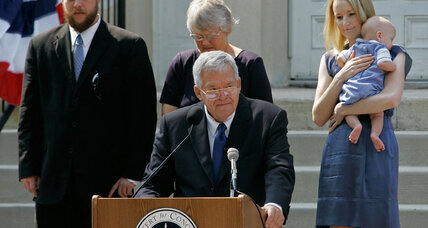 How a banking law ensnared former House Speaker Dennis Hastert (+video)