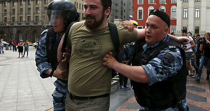 Russian police break up illegal gay rights parade