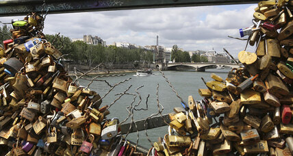 Paris love locks: Can romance and ethics be reconciled? (+video)