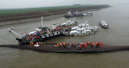 Search continues for survivors in Yangtze River shipwreck