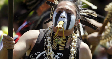 Native American student sues to wear eagle feather at graduation (+video)