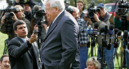 Dennis Hastert in Chicago court: Will appearance shed light on his past?