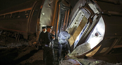 Brandon Bostian: Amtrak engineer not on cell phone when train crashed, NTSB says (+video)