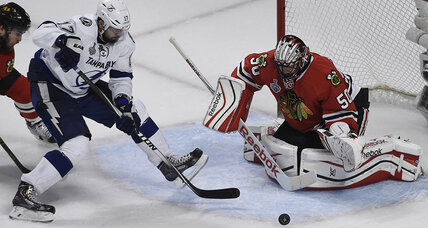 Stanley Cup Finals: Crawford backstops Blackhawks' thrilling Game 4 win