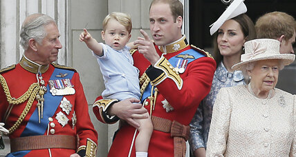 Prince George on the balcony: Royal family celebrates queen's 'birthday'  (+video)