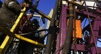 Cheap oil puts squeeze on US boomtowns