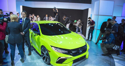 Honda to launch fuel-effecient Civic in fall 2016, drops hybrid option
