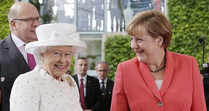 Queen Elizabeth II meets Merkel, gets grand Berlin boat tour