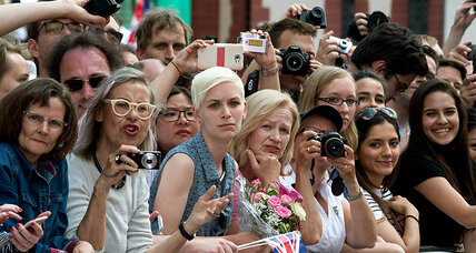 Britain's Queen Elizabeth finds adoring public in ... Germany?
