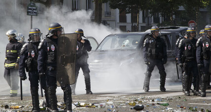 Hollande calls UberPop illegal amid taxi tensions