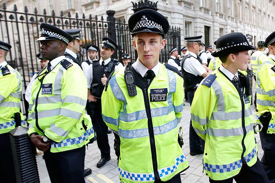 do uk police carry guns