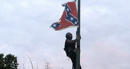 Protester climbs flag pole, removes Confederate flag in S.C.