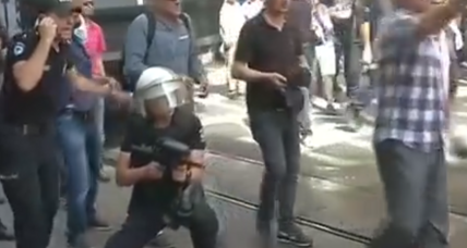 Turkish police blast Istanbul's gay pride parade (+video)