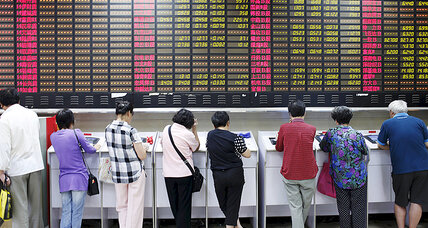 As stocks dive, middle-class Chinese ask, 'Where is the bottom?' (+video)