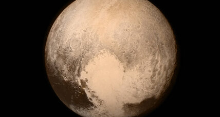 Applause from 3 billion miles away as NASA waits for New Horizons to phone home (+video)