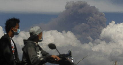 Indonesia closes down five airports after volcanoes erupt