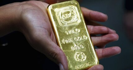 Gold prices near 5 year lows, expected to keep plunging (+video)