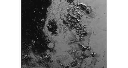 NASA spacecraft spots second mountain range in Pluto's 'heart'