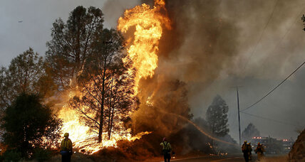 Firefighter dies battling one of 23 wildfires scorching California (+video)