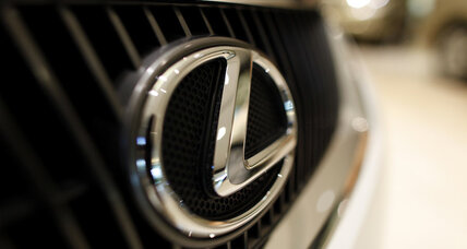 Lexus tries out no-haggle pricing at some dealerships