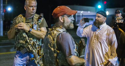 Oath Keepers: Vigilantes among Ferguson protestors, assault weapons in hand