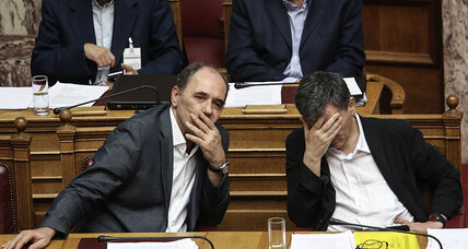 Greek ruling party headed for split prior to bailout vote