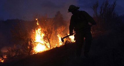 Unruly wildfires threaten hundreds of homes across West