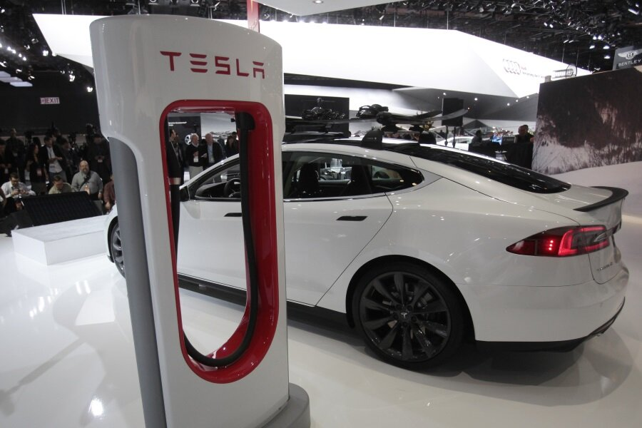 Driver S Past Tesla Mileage Rating Cruising 452 Miles On One Charge