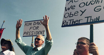Republican candidates join calls to 'free Kim Davis'