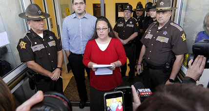 Kim Davis returns to work, doesn't interfere with marriage licenses (+video)