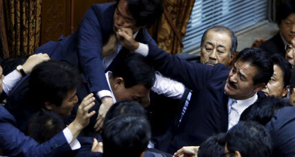 Japan lawmakers move toward allowing troops to fight overseas (+video)