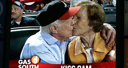 Why Syracuse University stopped the kiss cam (+video)