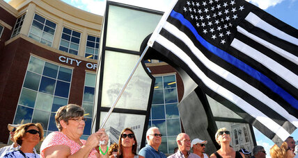 From blue lines to baked goods, people show their support for police