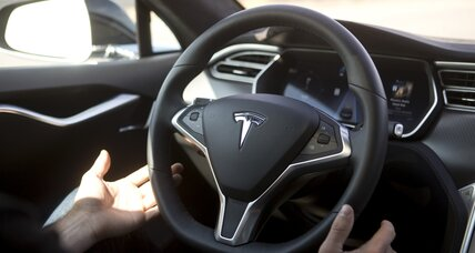 Tesla Motors goes 'no hands' with autopilot software