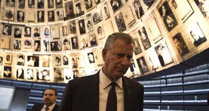 Bringing message of peace to Israel, De Blasio walks a fine political line
