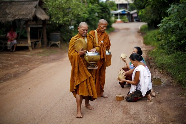 a buddhist and christian look at Am i still a christian he asks in his new book it is a question posed over the years by others, including some unhappy officials in the vatican.