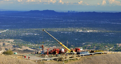 Crews try to plug uncontained gas leak outside Los Angeles