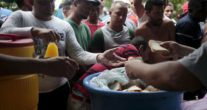 As US-Cuba ties warm, Cuban migrants take overland route north