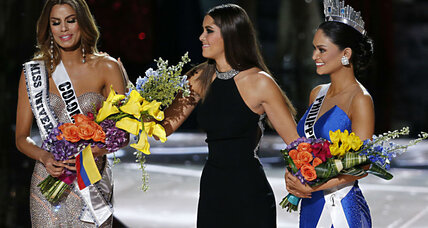 In sad mixup, wrong Miss Universe crowned. Miss Philippines actually wins, again