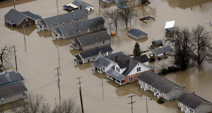 In Midwest, 1,000 flood fighters work to hold back New Year's floods