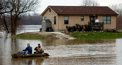 Mississippi flood waters move into Southern states
