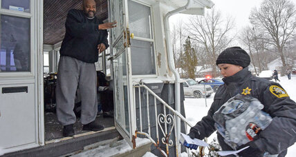 Why getting Flint residents water filters is tough task