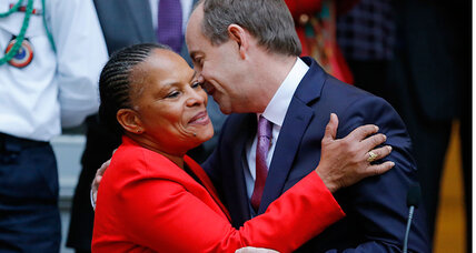 French Justice Minister Taubira resigns over nationality row
