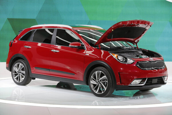 hybrid cars 2017 kia niro crossover debuts at chicago auto show. Black Bedroom Furniture Sets. Home Design Ideas